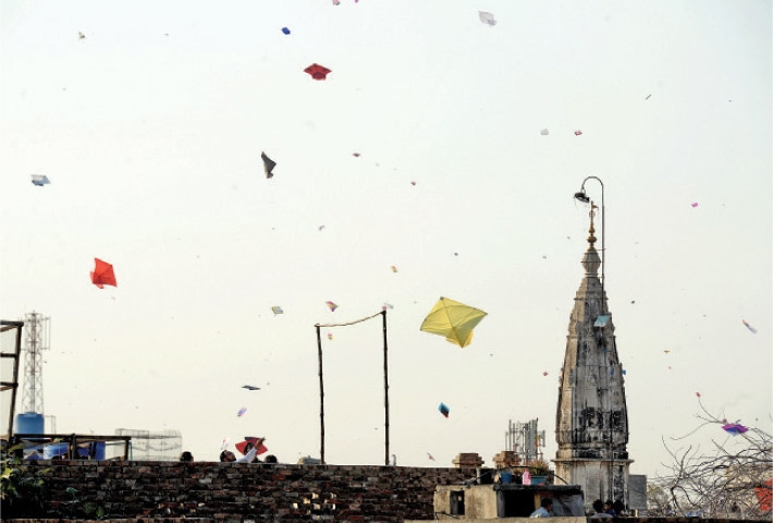 Citizens fly kites in Rawalpindi's Chittian Hattian area on Friday. — Photo by Mohammad Asim