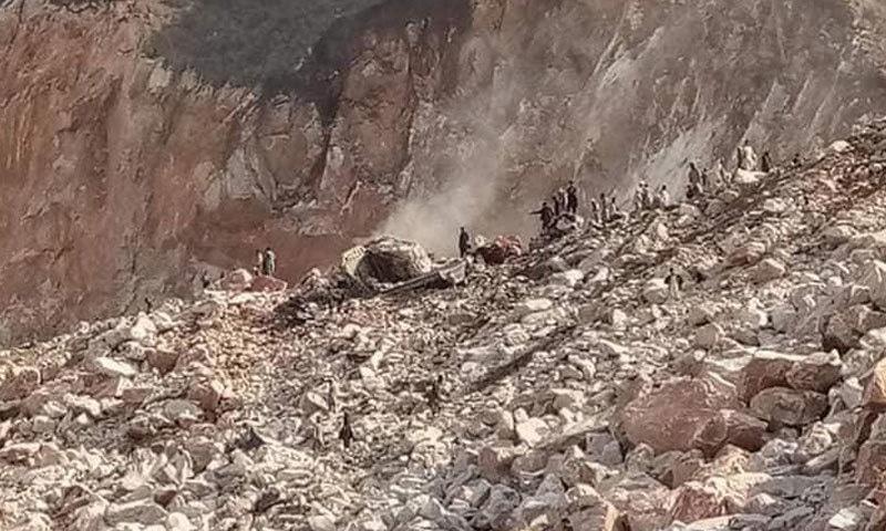محکمہ ریلیف کے مطابق 30 مزدور ملبے تلے دب گئے تھے—فوٹو:عمر باچا