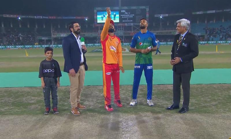 اسلام آباد کے کپتان نے ٹاس جیت کر پہلے فیلڈنگ کا فیصلہ کیا—فوٹو:ڈان نیوز
