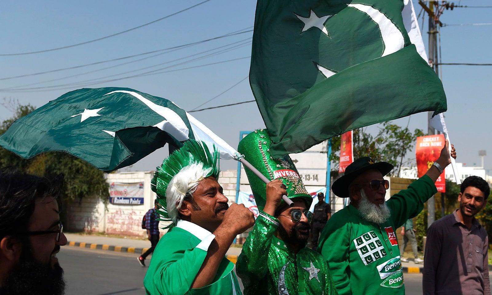 نیشنل اسٹیڈیم کراچی میں تسیرے روز بھی تماشائیوں کا جوش و خروش دیدنی تھا—فوٹو:اے ایف پی