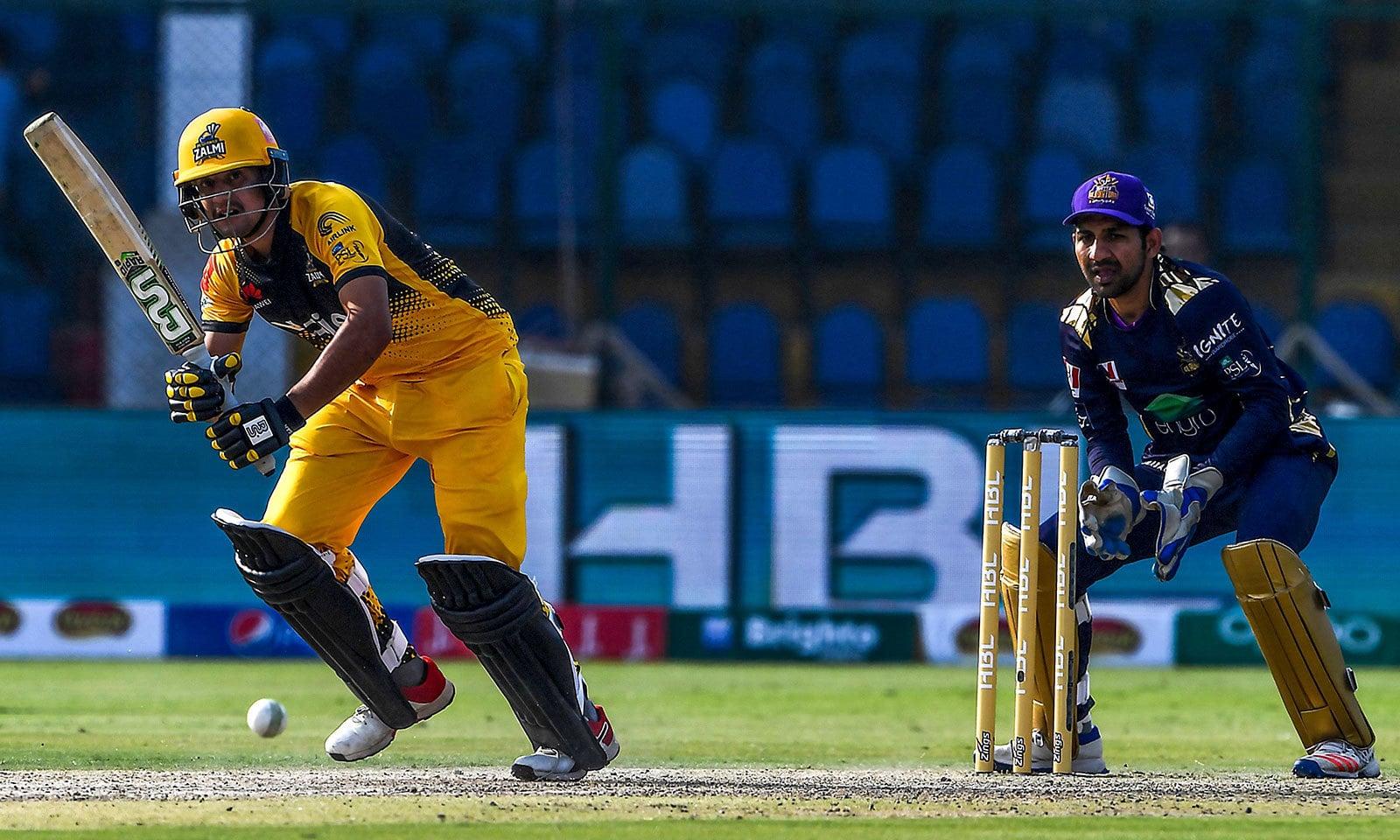 پشاور زلمی نے کوئٹہ گلیڈی ایٹرز کو 6 وکٹوں سے شکست دے دی—فوٹو:اے ایف پی
