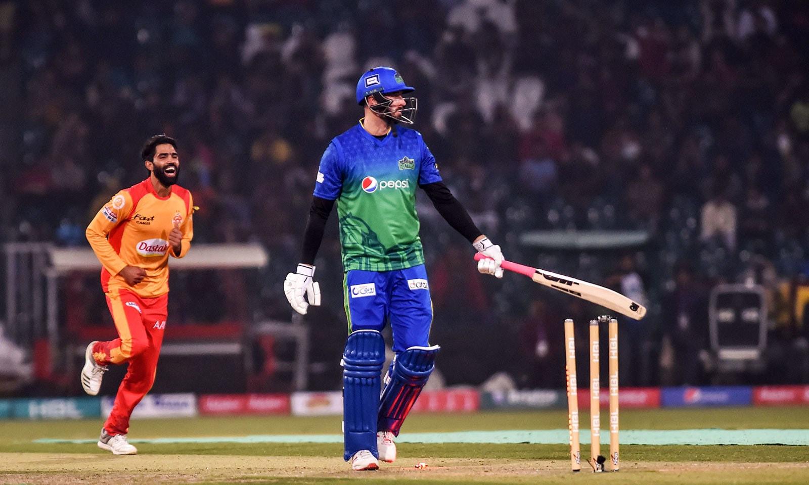 لاہور میں دوسرا میچ ملتان سلطانز اور اسلام آباد یونائیٹڈ کے درمیان کھیلا گیا—فوٹو:اے ایف پی