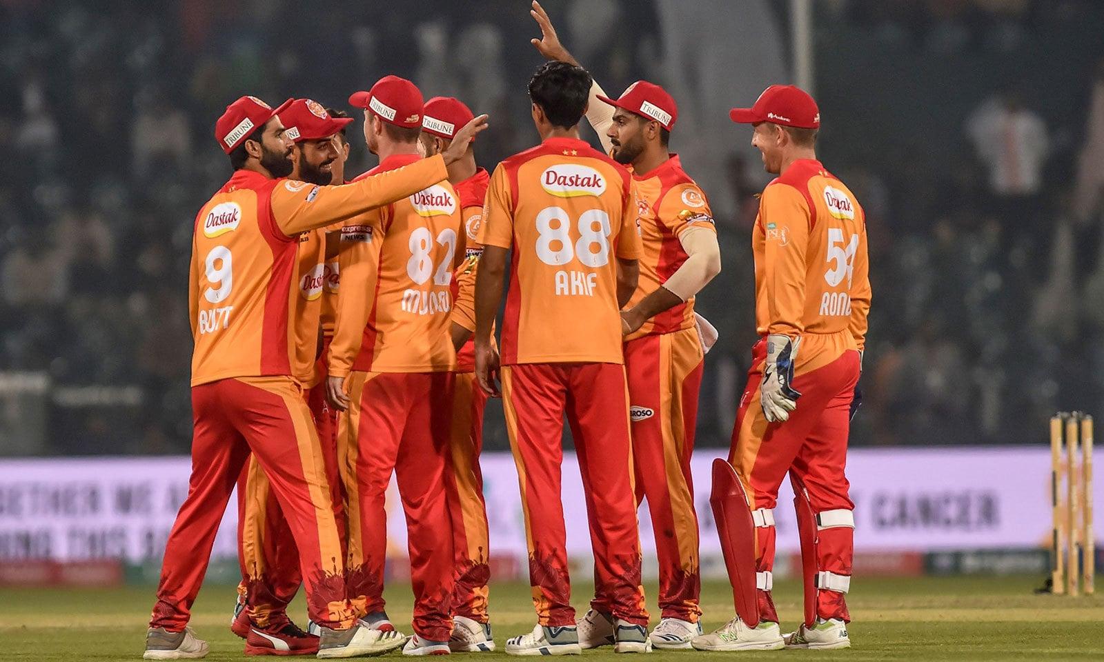 اسلام آباد کے عماد بٹ نے 4 کھلاڑیوں کو آؤٹ کیا—فوٹو:اے ایف پی