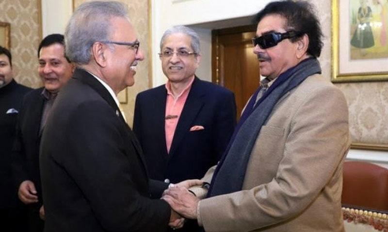 صدر مملکت اور بولی وڈ اداکار نے گورنر ہاؤس پنجاب میں ملاقات کی — فوٹو: ٹوئٹر
