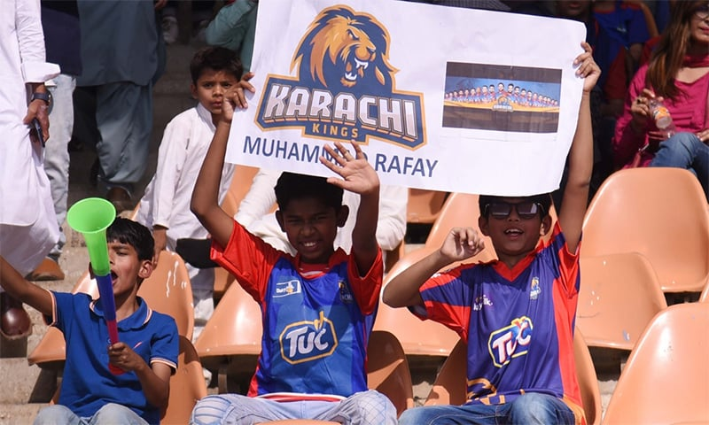 Spectators cheer for Karachi Kings in clash against Quetta Gladiators at National Stadium, Karachi. — Photo courtesy PSL Twitter account
