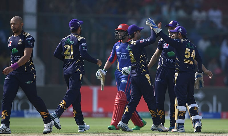 Quetta Gladiators Sarfaraz Ahmed (R) celebrates with teammates after running out Karachi Kings Imad Wasim (C) during the Pakistan Super League (PSL) T20 cricket match between Karachi Kings and Quetta Gladiators in the National Cricket Stadium in Karachi on February 23, 2020. — AFP