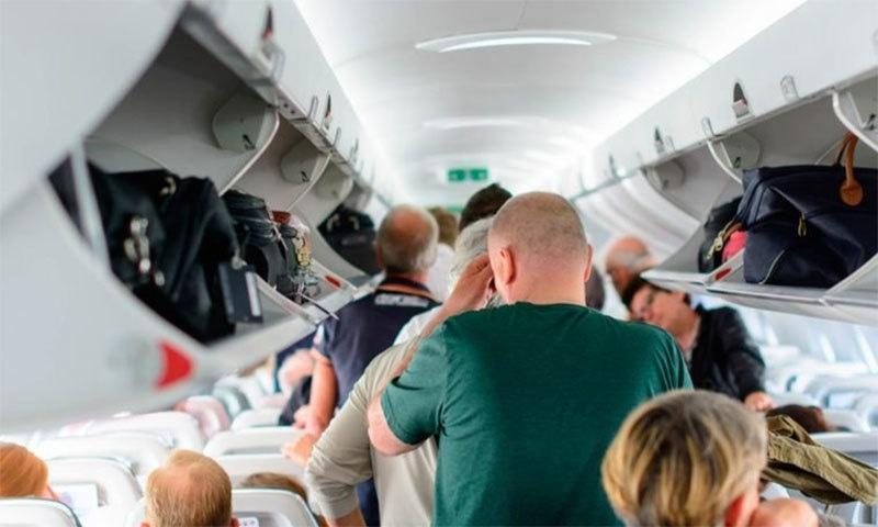 طیارے سے اترنے کے لیے کافی انتظار کیوں کرنا پڑتا ہے؟