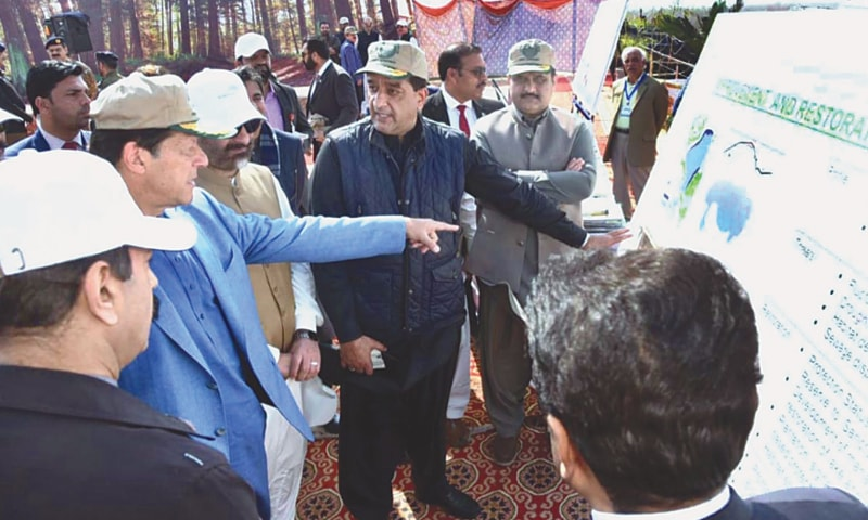 MIANWALI: Prime Minister Imran Khan being briefed during the inauguration of the Ten Billion Tree Tsunami Programme in Kundian Forest.—APP