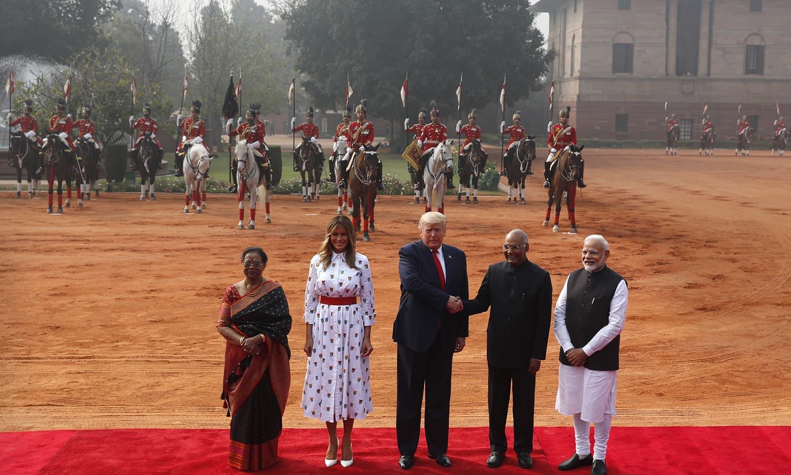 ڈونلڈ ٹرمپ نے بھارتی صدر اور ان کی اہلیہ سے بھی ملاقات کی — فوٹو: رائٹرز