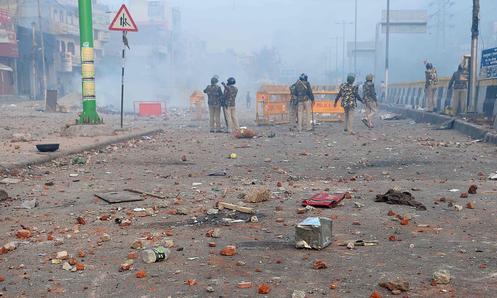ٹرمپ کی آمد کے ساتھ ہی نئی دہلی سمیت متعدد شہروں میں پرتشدد واقعات ہوتے رہے — فوٹو: اے ایف پی