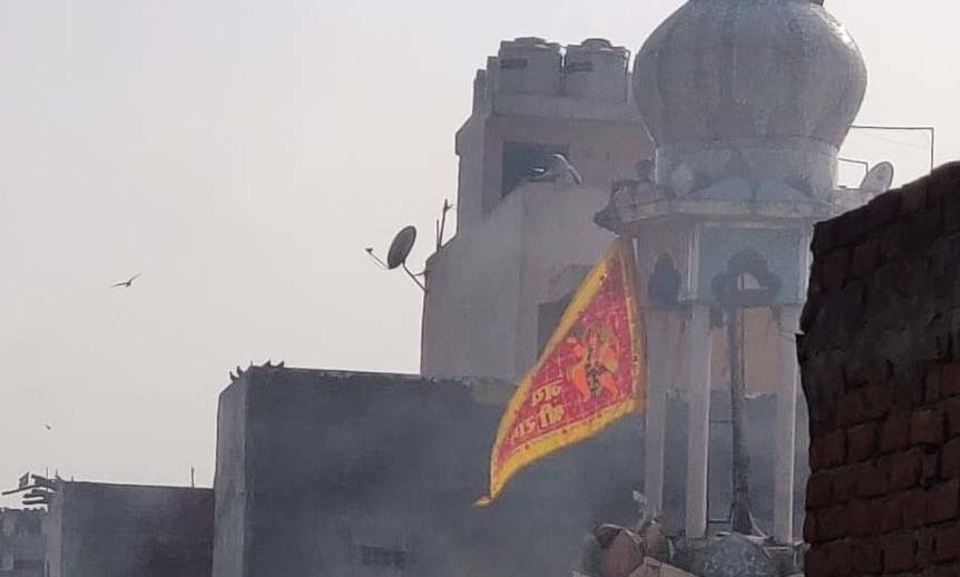 A Hanuman flag placed atop the Ashok Nagar mosque's minaret. — Photo from The Wire