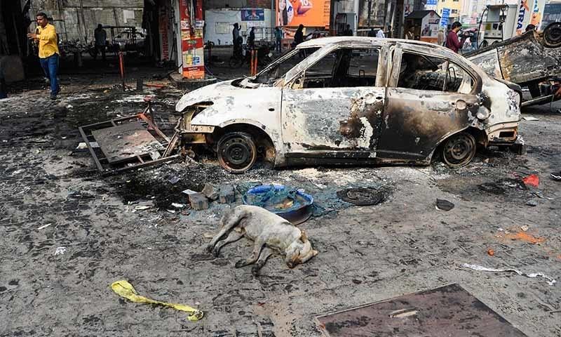 مشتعل ہجوم کے ہاتھوں ہوئی تباہی کا ایک منظر—تصویر: اے ایف پی