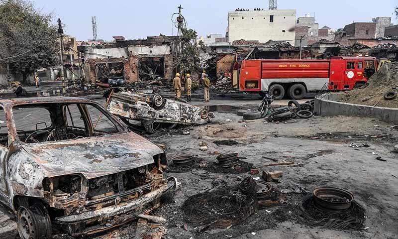 جس ٹائر مارکیٹ کو جلایا گیا وہاں زیادہ تر دکانیں مسلمانوں کی تھیں—تصویر: اے ایف پی