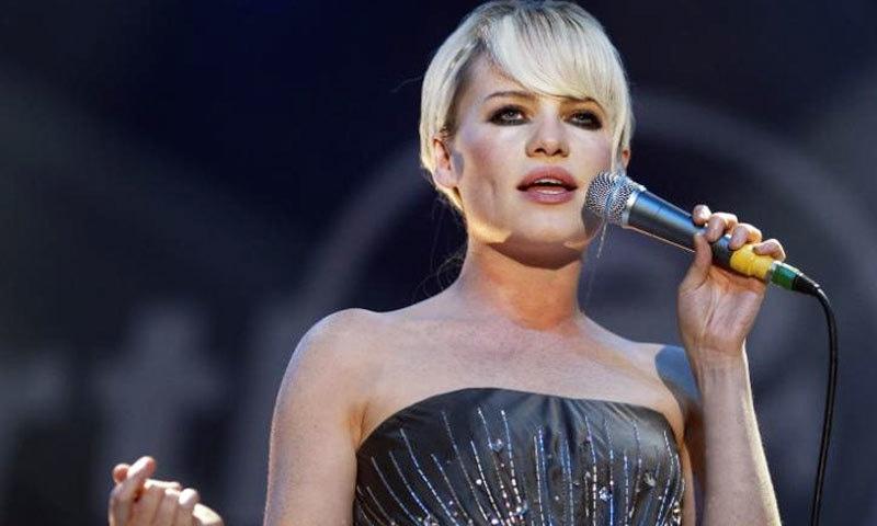 گلوکارہ ڈفی کے پہلے ایلبم کی 50 لاکھ کاپیاں فروخت ہوئی تھیں—فائل فوٹو: اے ایف پی