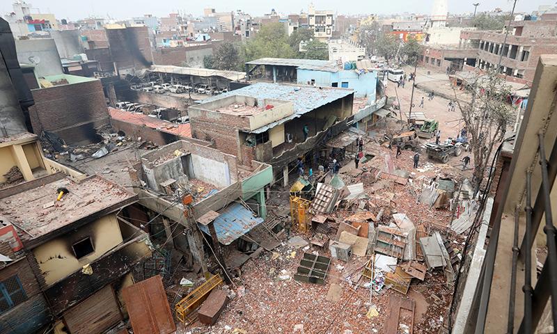 دہلی میں مسلم اکثریتی علاقہ فسادات کے بعد تباہی کا منظر پیش کررہا ہے — فوٹو: اے ایف پی