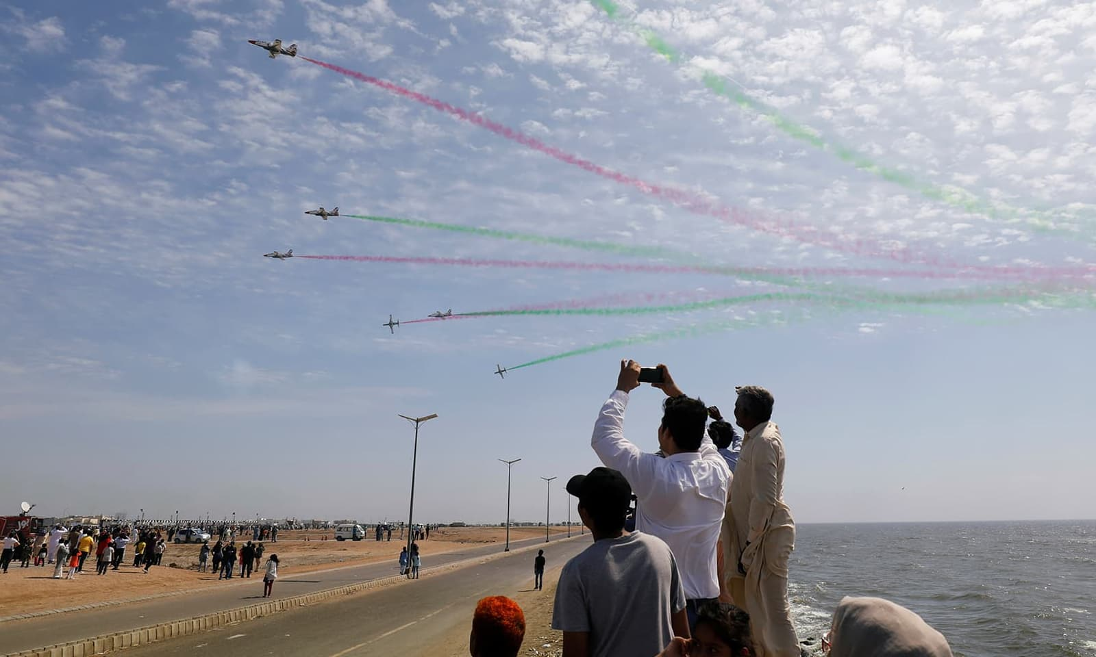 بعدازاں وزیر خارجہ نے کہا تھا کہ بھارتی پائلٹ کی واپسی کیلئے کوئی دباؤ نہیں تھا—فوٹو: رائٹرز