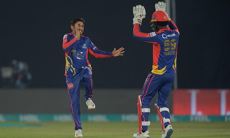 Karachi Kings' Umer Khan (L) celebrates with Chadwick Walton the wicket of Islamabad United's Rizwan Hussain (unseen) during the Pakistan Super League (PSL) T20 cricket match at the Rawalpindi Cricket Stadium in Rawalpindi on March 1. — AFP