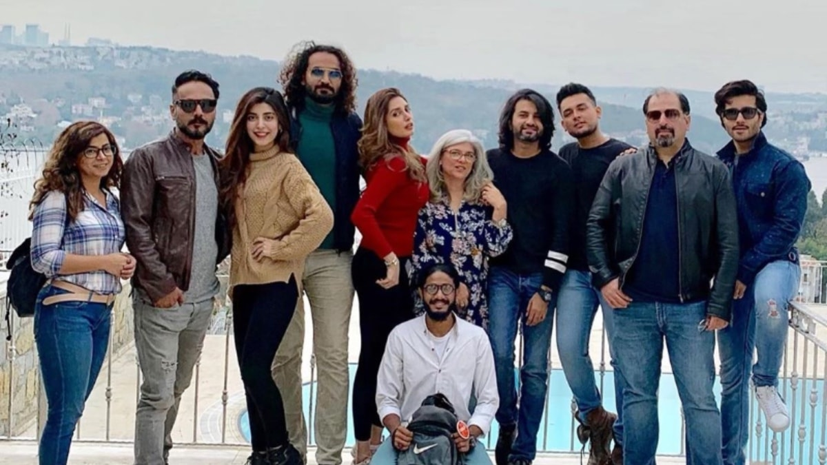 Urwa with Tich Button's cast and crew (Farhan Saeed's MIA!)