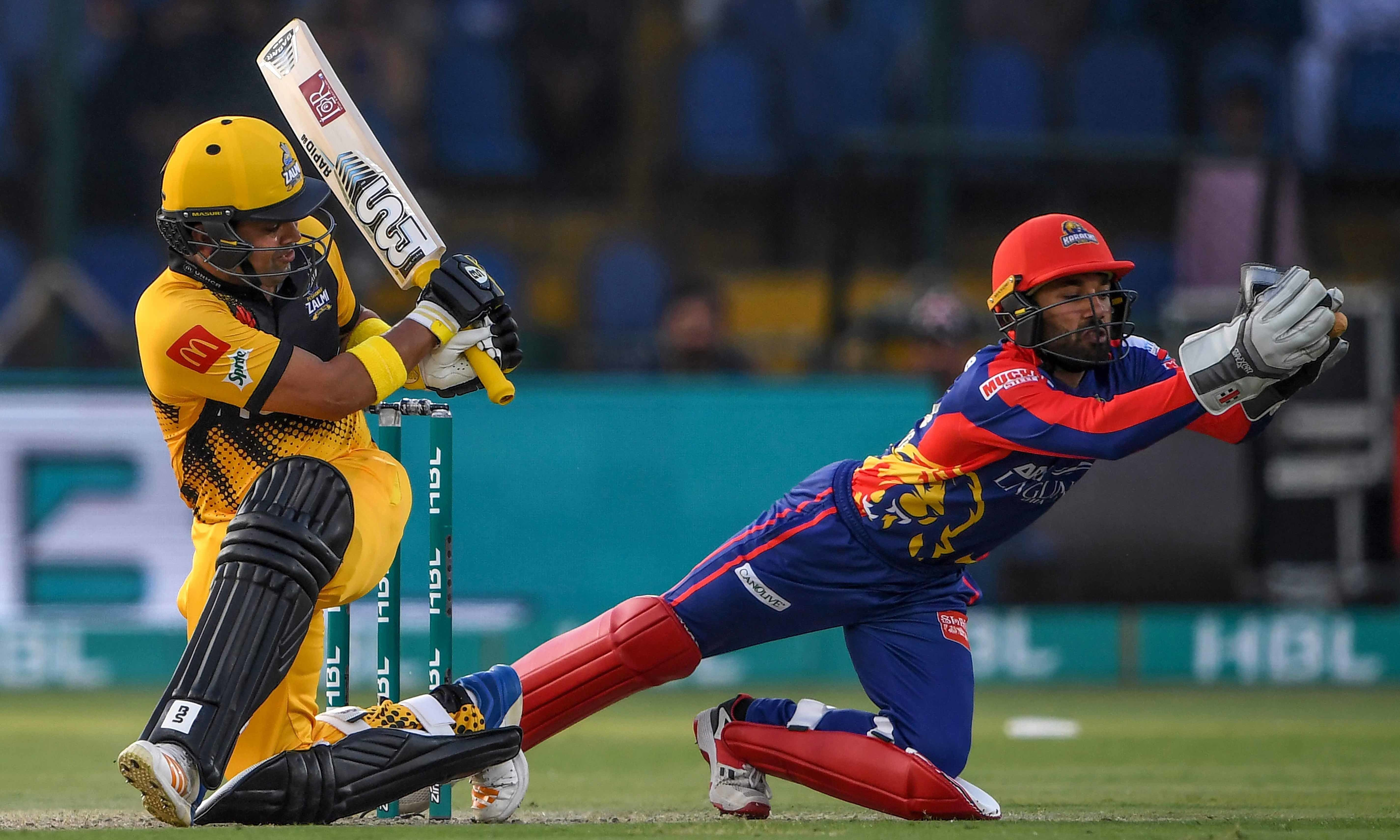 Karachi Kings' Mohammad Rizwan (R) fields the ball after playing by Peshawar Zalmi's Kamran Akmal (L) during the Pakistan Super League (PSL) Twenty20 cricket match between Peshawar Zalmi and Karachi Kings at the National Cricket Stadium in Karachi on February 21, 2020. (Photo by Asif HASSAN / AFP) — AFP or licensors