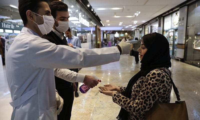 ایران میں کورونا وائرس سے ہلاکتوں کی تعداد 77،  ایمرجنسی سروس چیف بھی متاثر