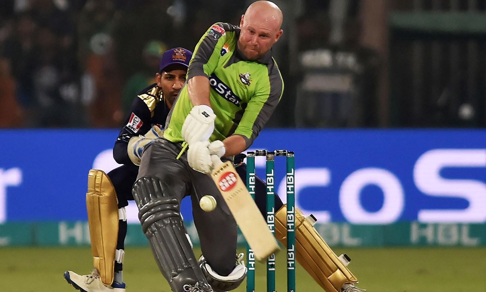 لاہور کے بین ڈینک نے شان دار 93 رنز بنائے اور ٹیم کو فتح دلائی—فوٹو: اے ایف پی