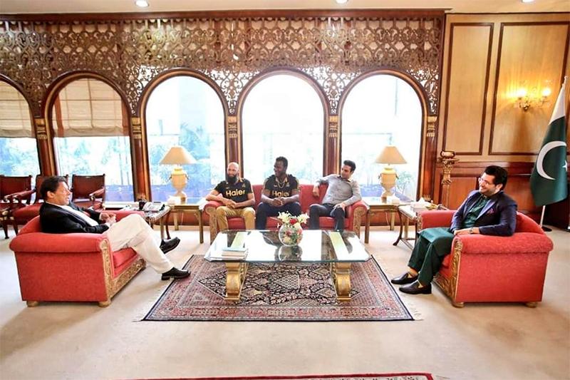پشاور زلمی کے وفد کا وزیر اعظم عمران خان سے ملاقات کا منظر— فوٹو بشکریہ پشاور زلمی