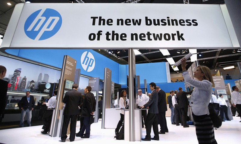 A visitor takes a photo with a tablet in front of a Hewlett-Packard (HP) stand at the Mobile World Congress in Barcelona, February 27, 2014. REUTERS/Albert Gea (SPAIN - Tags: BUSINESS TELECOMS SCIENCE TECHNOLOGY)