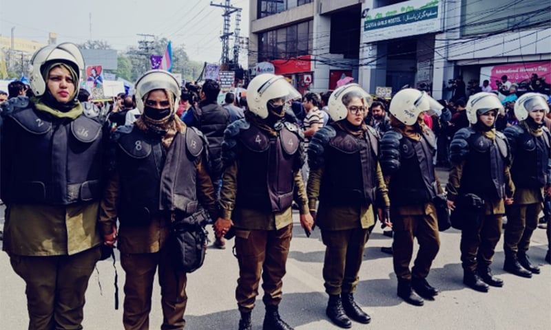 Policewomen at the Aurat March in Lahore. — Luavut Zahid