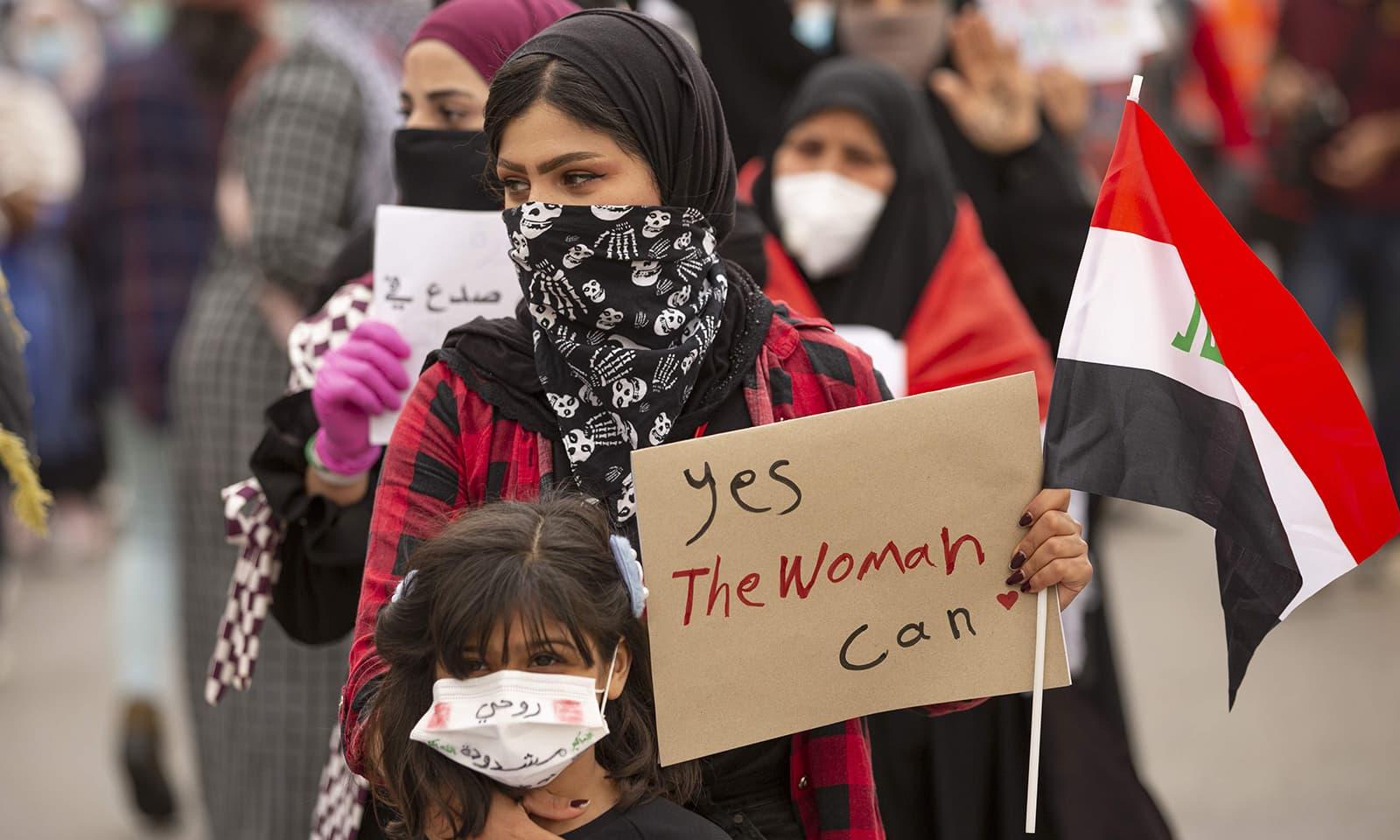 عراق میں بھی خواتین نے یکساں حقوق کیلئے ریلیاں نکالی—فوٹو: اے ایف پی