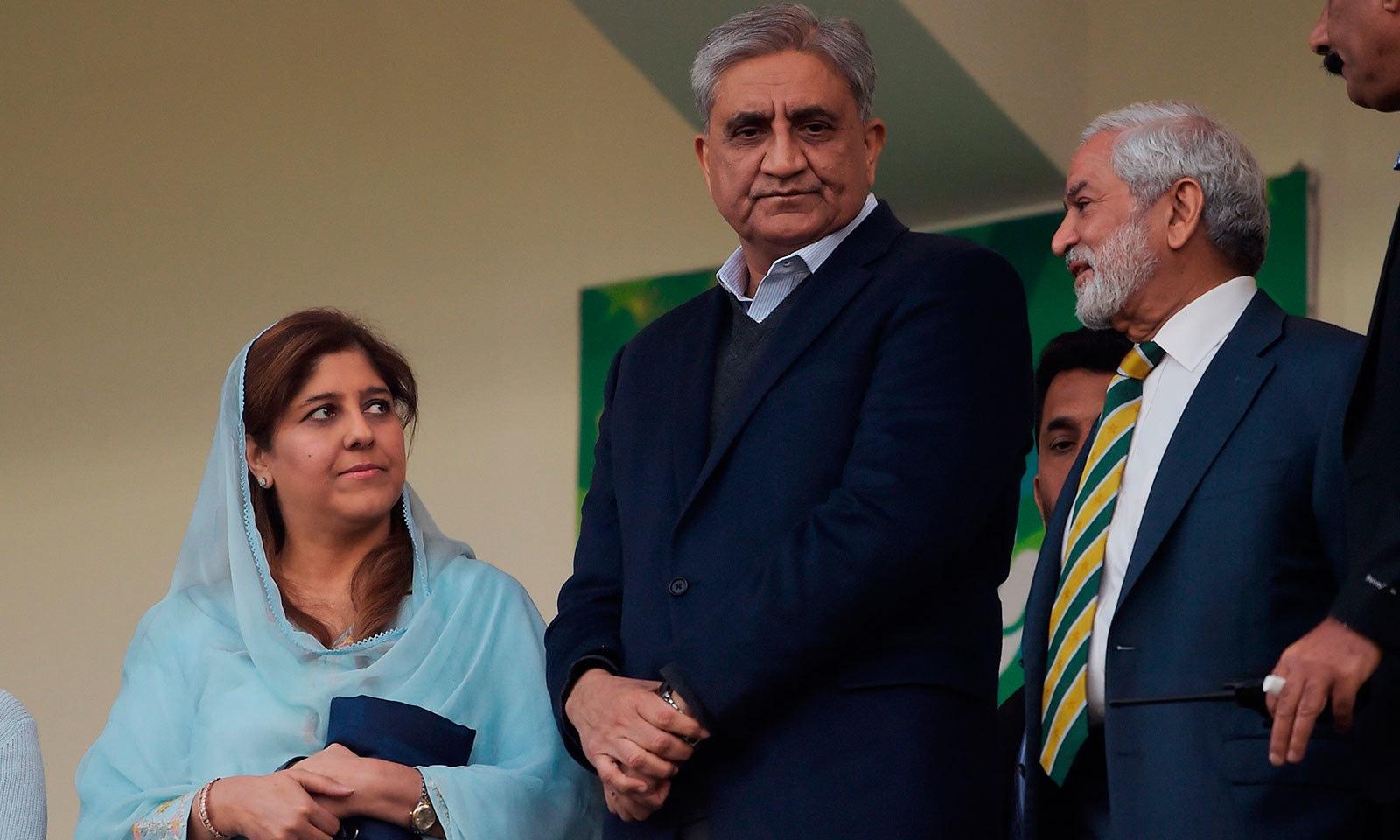 راولپنڈی کرکٹ اسٹیڈیم میں میچ دیکھنے کے لیے آرمی چیف جنرل قمر جاوید باجوہ بھی احسان مانی کے ہمراہ موجود تھے—فوٹو:اے ایف پی