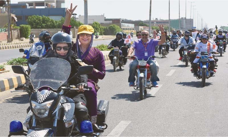 Salman Sufi with his Women on Wheels take to Abdul Sattar Edhi Avenue to mark International Women's Day on Sunday. —Tahir Jamal / White Star