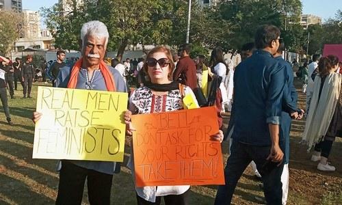 مارچ میں تعلیمی اداروں میں ہراسانی اور جبری مذہب تبدیلی کے حوالے سے بھی بینرز دیکھے گئے—تصاویر ساگر سہندڑو