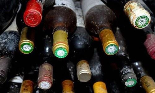ایران میں غیر مسلم اقلیتوں کے علاوہ شراب نوشی پر سب کے لیے پابندی ہے — فائل فوٹو / ڈان