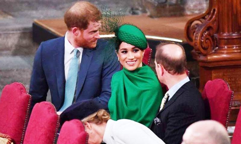 تقریب میں شہزادہ ہیری اپنے بھائی اور والد سے پرجوش انداز میں ملے—فوٹو: رائٹرز