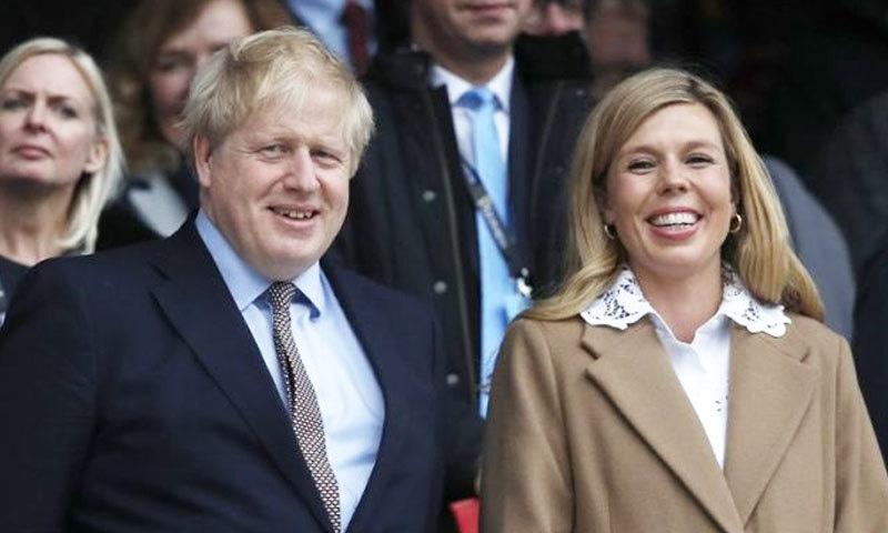 خیال کیا جا رہا ہے کہ برطانوی وزیر اعظم اور ان کی گرل فرینڈ کا بھی ٹیسٹ کیا جائے گا—فوٹو: اے ایف پی