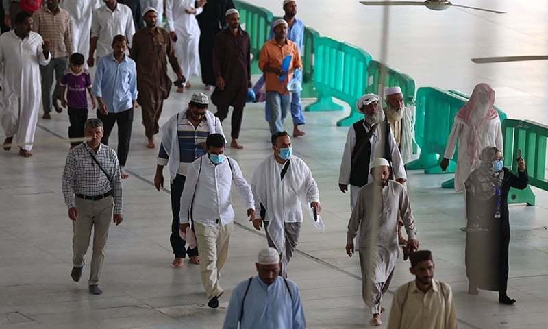 سعودی عرب سمیت کئی ممالک نے لاک ڈاؤن سے قبل ہی مذہبی عبادات بند کردی تھیں—فوٹو: اے ایف پی