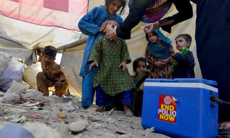 پولیو اب تک پاکستان میں موجود ہے—فائل فوٹو: ڈان