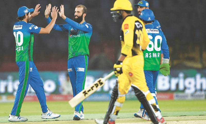Moeen Ali (second left) of Multan Sultans celebrates the dismissal of Peshawar Zalmi's Umar Amin.—AFP