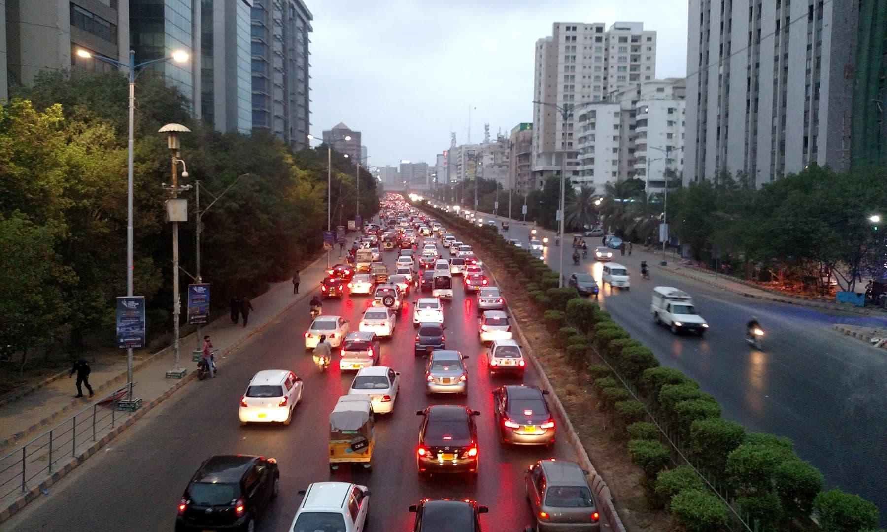 شارع فیصل کا ٹریفک—تصویر عبیداللہ کیہر