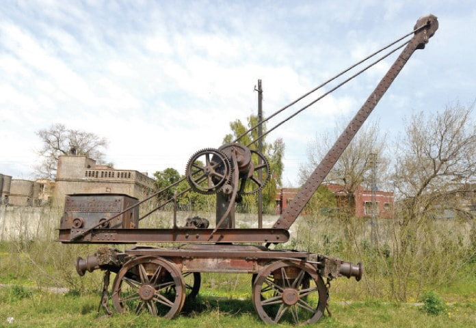 An out-of-use crane from the British era.