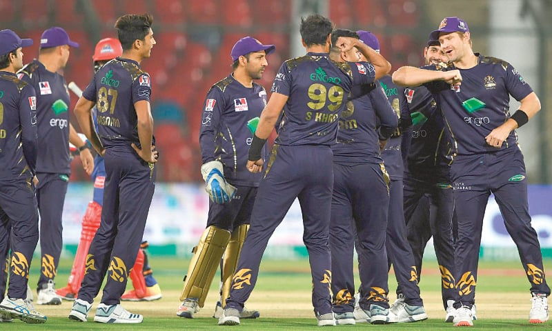 Shane Watson (right) of Quetta Gladiators celebrates after taking a catch to dismiss Karachi Kings' Iftikhar Ahmed  during the match.—AFP