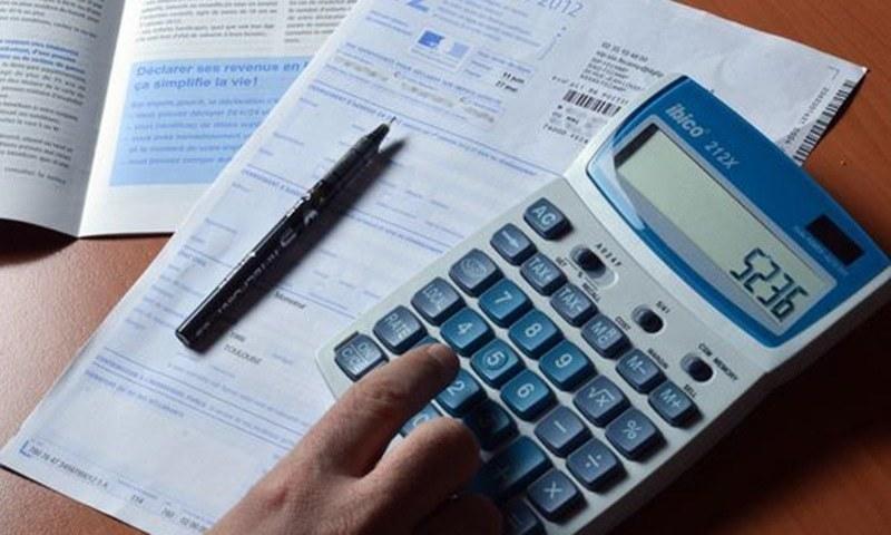ٹیکس محصولات میں کمی کا امکان ہے—فائل فوٹو: اے ایف پی