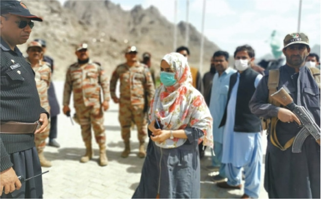 CHAGAI: Assistant Commissioner of Dalbandin Ayesha Zehri being briefed by the Frontier Corps officials about the quarantine centre.—Dawn