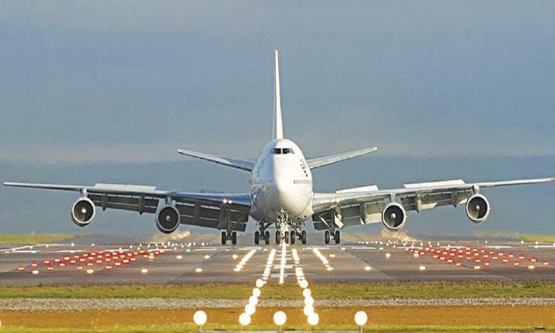 بین الاقوامی پروازیں 2 ہفتے کے لیے معطل کی گئیں—فائل فوٹو: اے پی پی