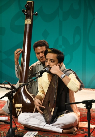 A young vocalist at the APMC | Faysal Mujeeb/White Star