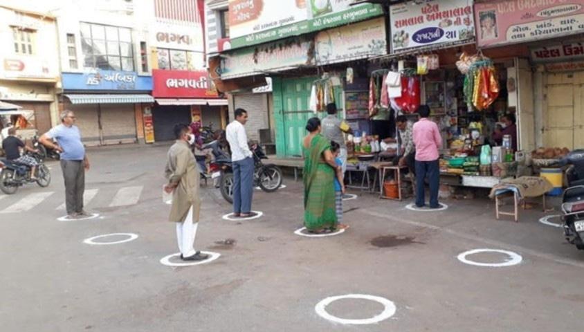 بھارت میں دکانداروں نے کورونا سے نمٹنے کا حل نکال لیا