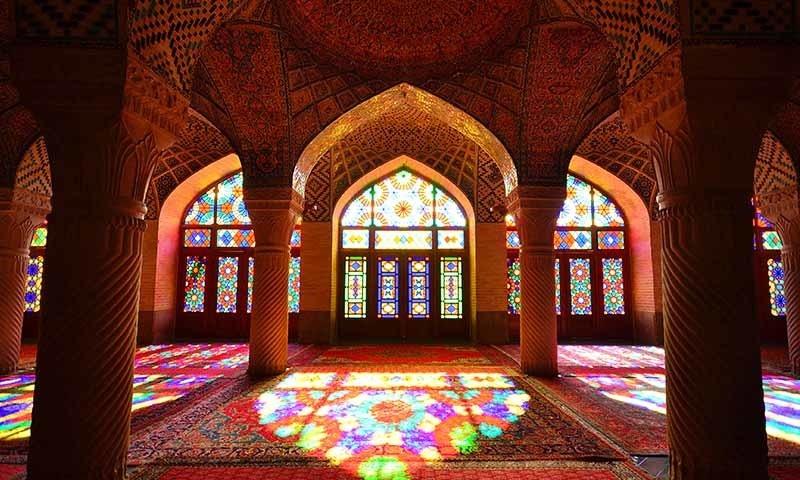 مساجد میں نماز کے اجتماعات پر پابندی سے متعلق حکومت تذبذب کا شکار