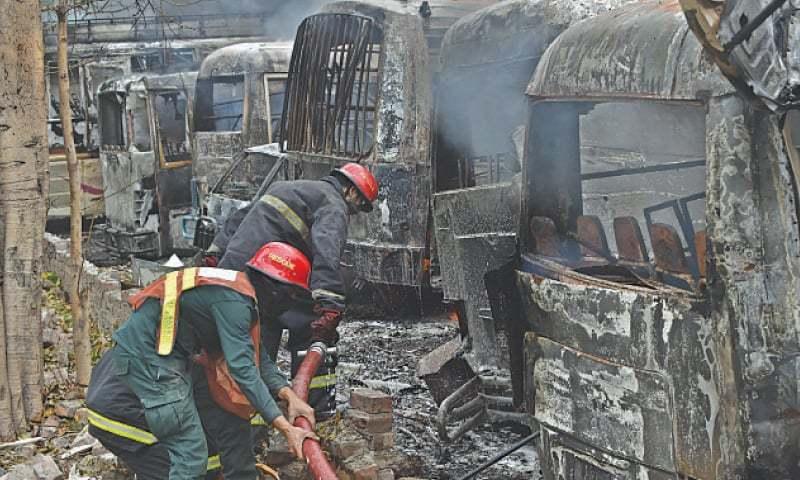 پیٹرول پمپ پر ایل پی جی ٹینکر الٹنے سے دھماکا، 200 گاڑیاں جل گئیں