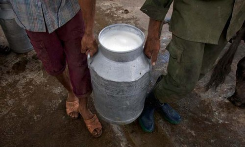 لاک ڈاؤن کے باعث طلب کم ہونے پر دودھ کی قیمتوں میں نمایاں کمی