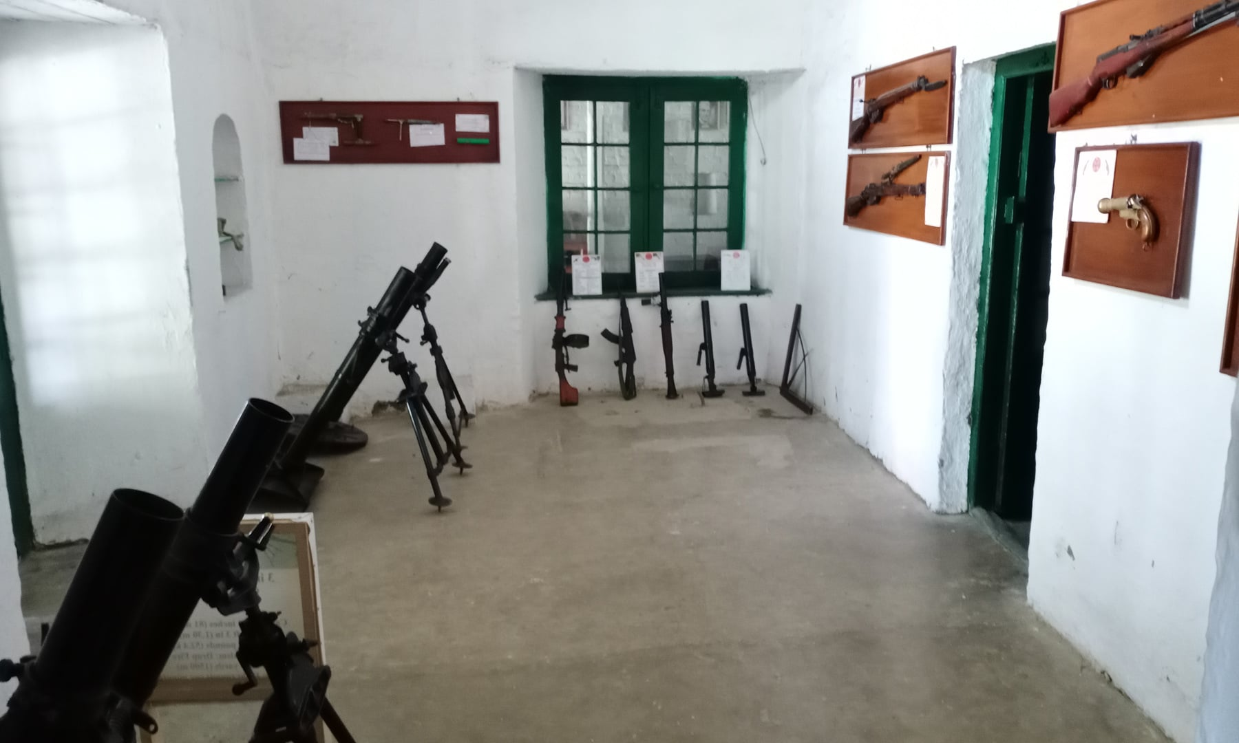 میوزیم میں موجود انگریز فوج کے زیرِ استعمال رہنے والا اسلحہ — عظمت اکبر